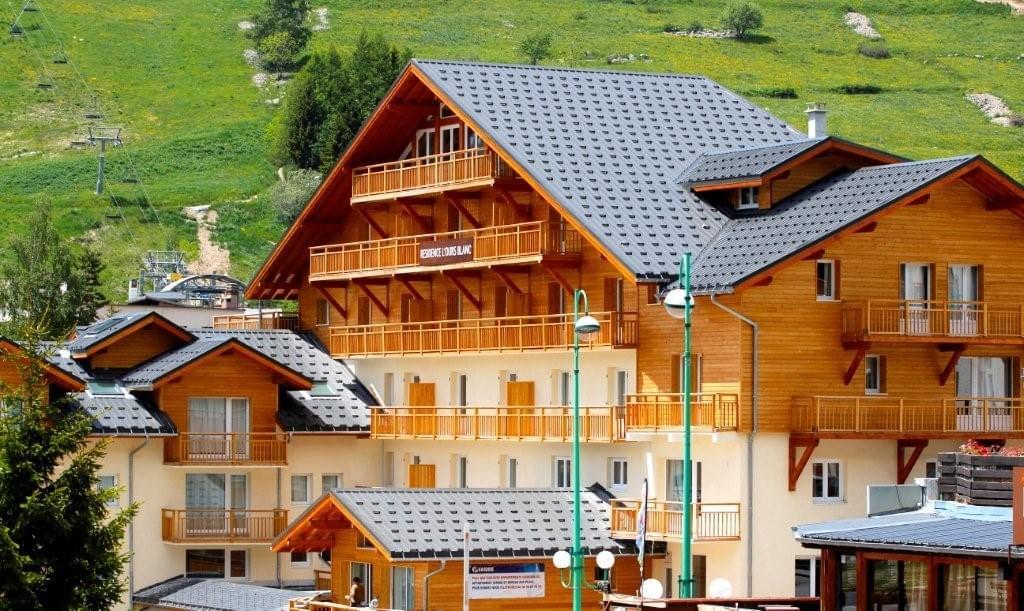 Résidence à Les Deux Alpes Idéal LMNP, Les atouts d'une station de ski été comme hiver, Architecture savoyarde,